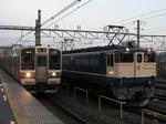 211系A33編成とEF65 1103